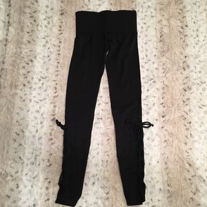 NWT FREE PEOPLE MOVEMENT LEGGINGS